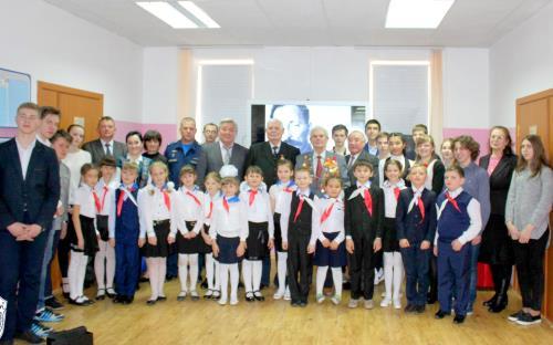 Кант Церемония  «Границы - не помеха: ветераны КГБ на российской авиабазе»