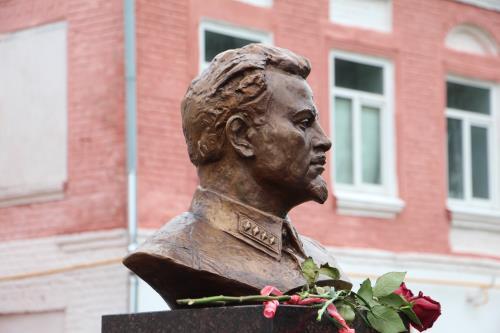 Кашин Официальное мероприятие  Открыт памятник одному из основателей советской контрразведки и разведки.
