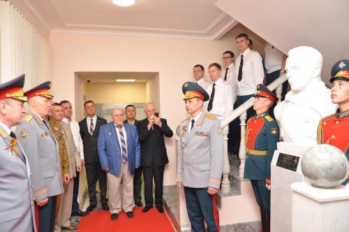 В Екатеринбурге в преддверии Дня Победы военные чекисты открыли памятник выдающемуся разведчику Николаю Кузнецову